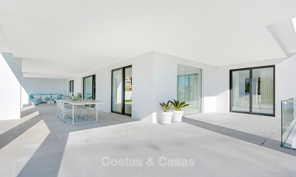 Urgent sale! Amazing contemporary luxury villa with golf and sea views for sale, sought after location, ready to move in - Benahavis, Marbella 9322