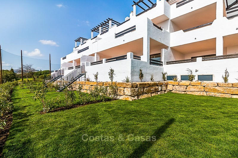 Ready to move into new frontline golf apartments for sale, with sea views and walking distance to the beach - Casares, Costa del Sol 10850