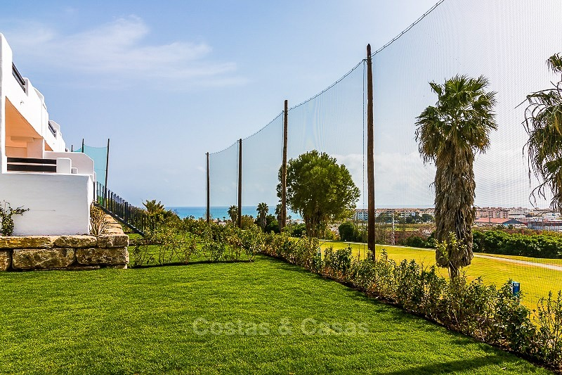 Ready to move into new frontline golf apartments for sale, with sea views and walking distance to the beach - Casares, Costa del Sol 10851