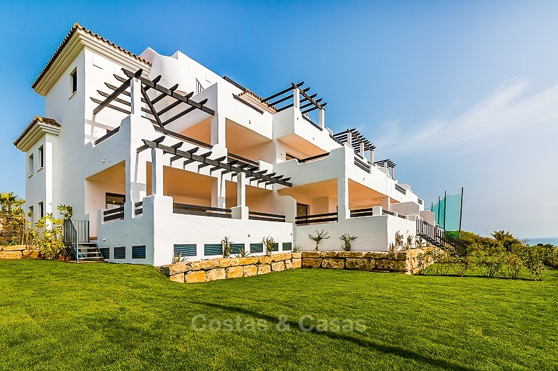 Ready to move into new frontline golf apartments for sale, with sea views and walking distance to the beach - Casares, Costa del Sol 10852