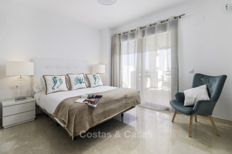 Ready to move into new frontline golf apartments for sale, with sea views and walking distance to the beach - Casares, Costa del Sol 11122