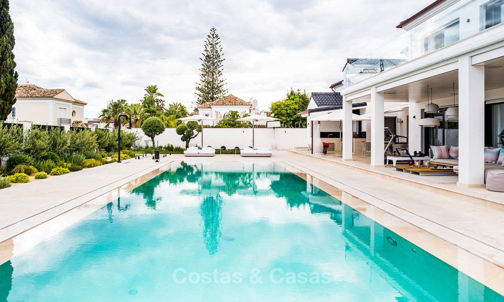 Exceptional, fully renovated beachside villa for sale on the prestigious Golden Mile, Marbella 10139