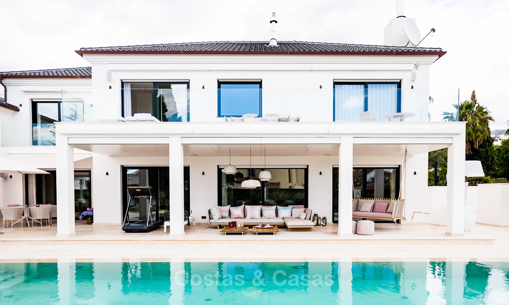 Exceptional, fully renovated beachside villa for sale on the prestigious Golden Mile, Marbella 10161
