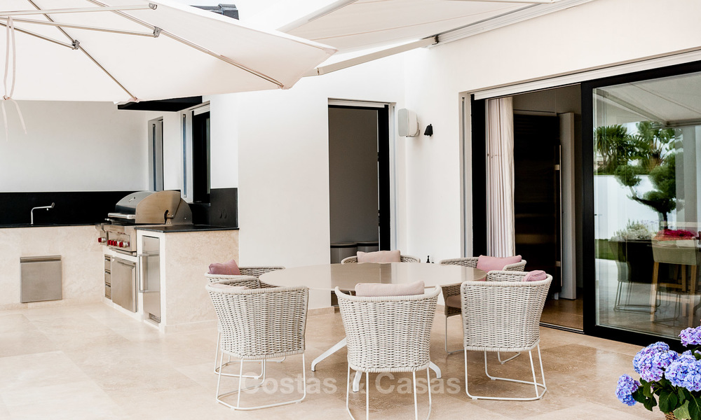 Exceptional, fully renovated beachside villa for sale on the prestigious Golden Mile, Marbella 10165