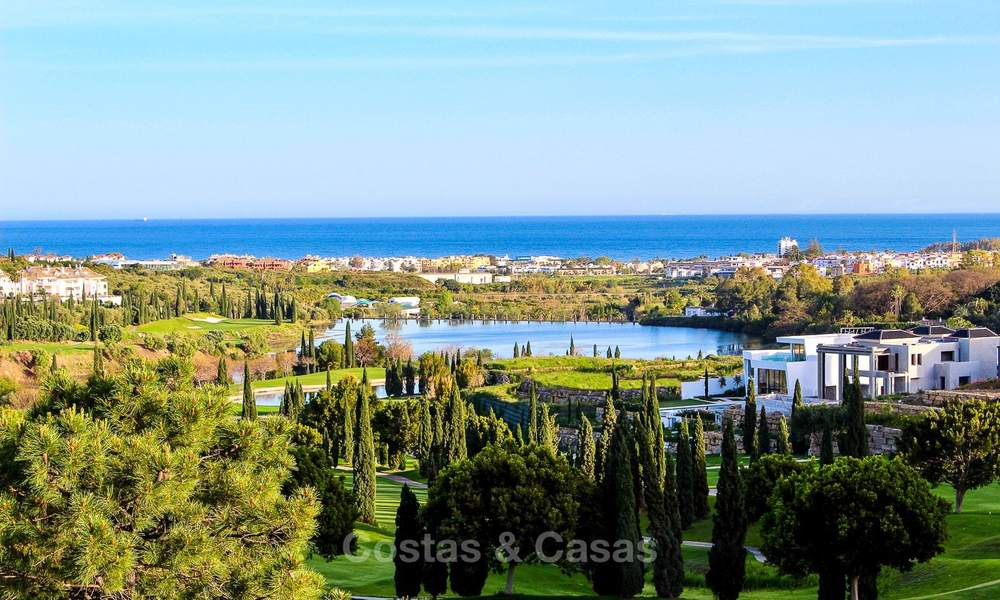Brand new contemporary luxury villa with panoramic sea views for sale, in an exclusive golf resort, Benahavis - Marbella 10095