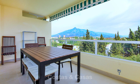Freshly renovated apartment with open sea views for sale, walking distance to the beach and amenities, Nueva Andalucía, Marbella 10310