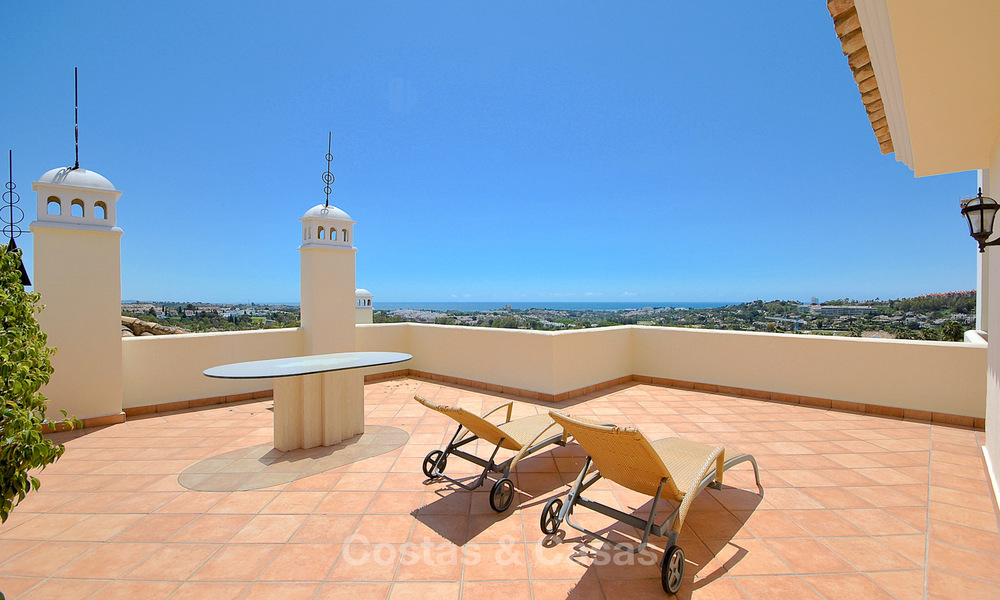 Spectacular penthouse apartment with panoramic sea views for sale, Nueva Andalucía, Marbella 10342