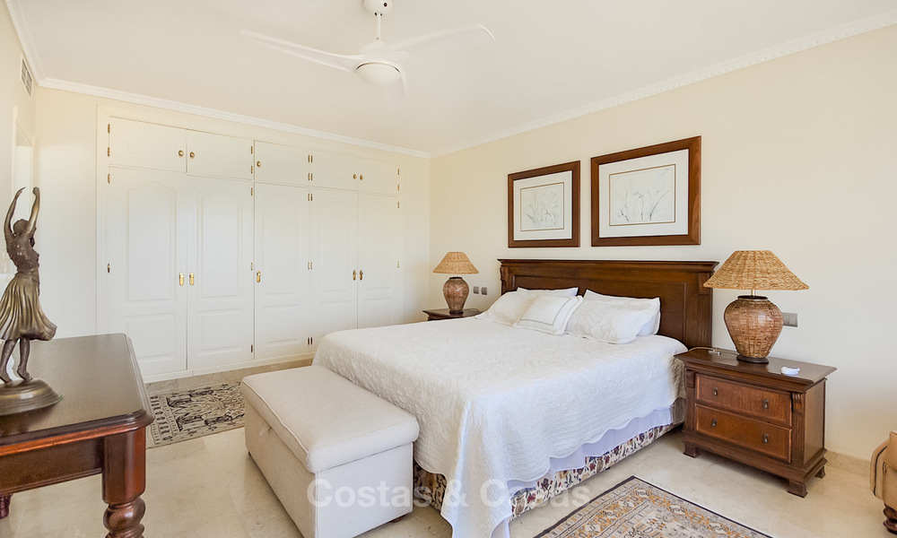 Spectacular penthouse apartment with panoramic sea views for sale, Nueva Andalucía, Marbella 10347
