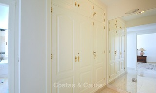 Spectacular penthouse apartment with panoramic sea views for sale, Nueva Andalucía, Marbella 10351