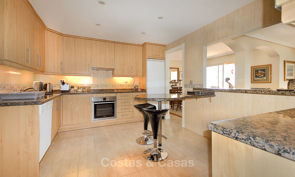 Spectacular penthouse apartment with panoramic sea views for sale, Nueva Andalucía, Marbella 10354