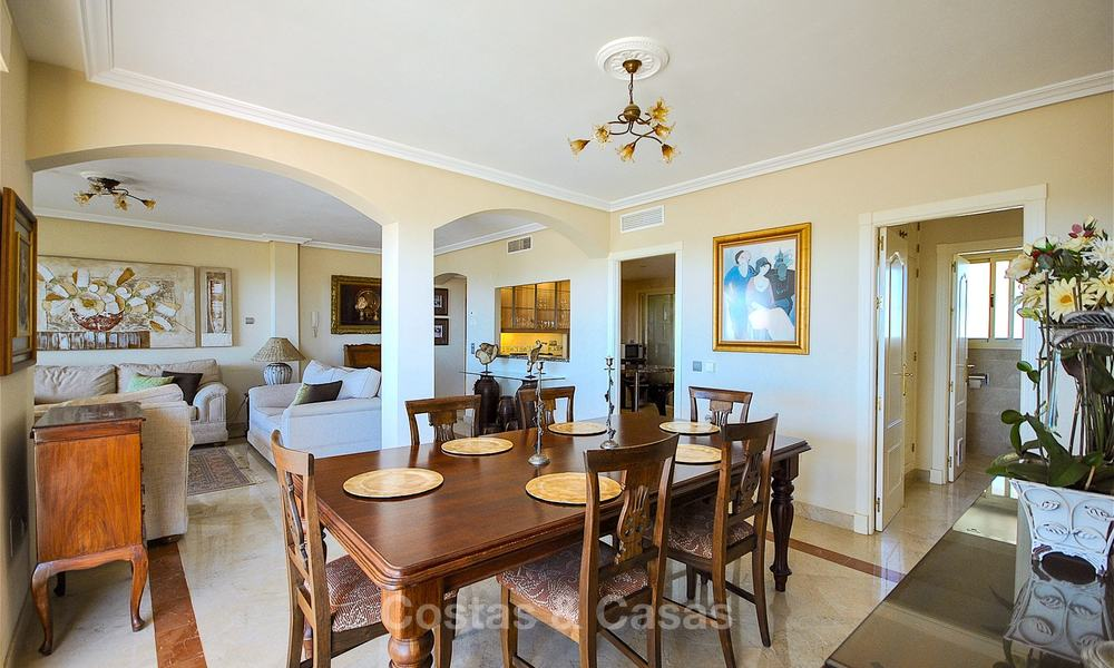 Spectacular penthouse apartment with panoramic sea views for sale, Nueva Andalucía, Marbella 10368