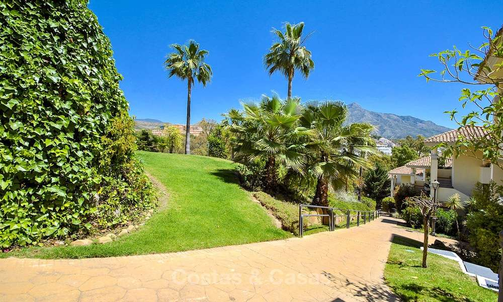 Spectacular penthouse apartment with panoramic sea views for sale, Nueva Andalucía, Marbella 10375