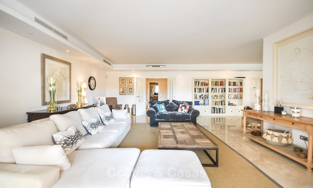 Magnificent luxury 6 - bedroom apartment in an exclusive complex for sale on the prestigious Golden Mile, Marbella 10385