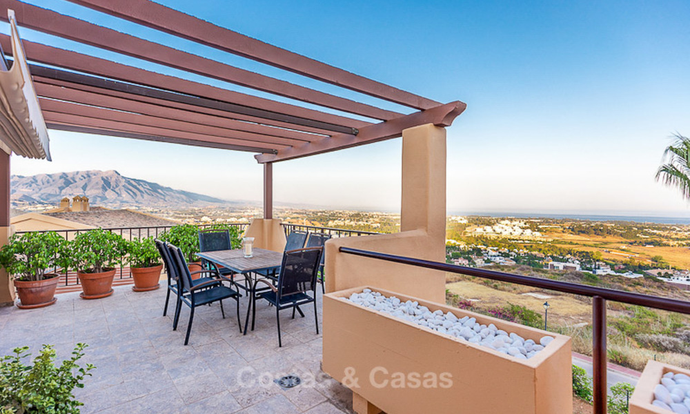 Luxury corner penthouse apartment with stunning panoramic sea, golf and mountain views for sale, Benahavis, Marbella 10564