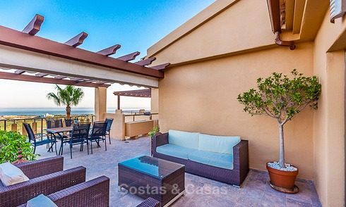 Luxury corner penthouse apartment with stunning panoramic sea, golf and mountain views for sale, Benahavis, Marbella 10568