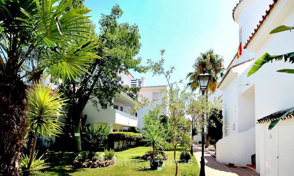 Conveniently located apartment in a popular development for sale, walking distance to Puerto Banus and the beach - Nueva Andalucia, Marbella 10602