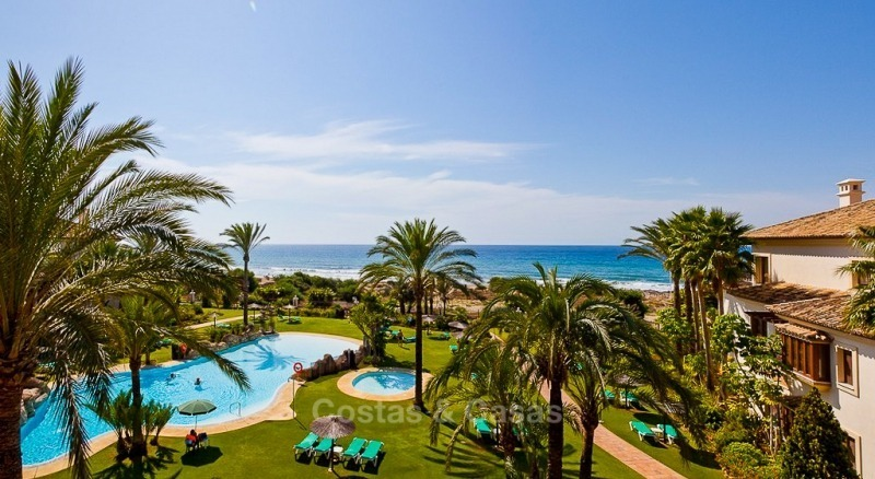 Exclusive frontline beach penthouse apartment with sea views for sale in Los Monteros, Marbella 10665