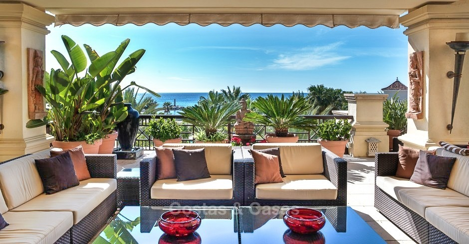 Exclusive frontline beach penthouse apartment with sea views for sale - Puerto Banus, Marbella 10668