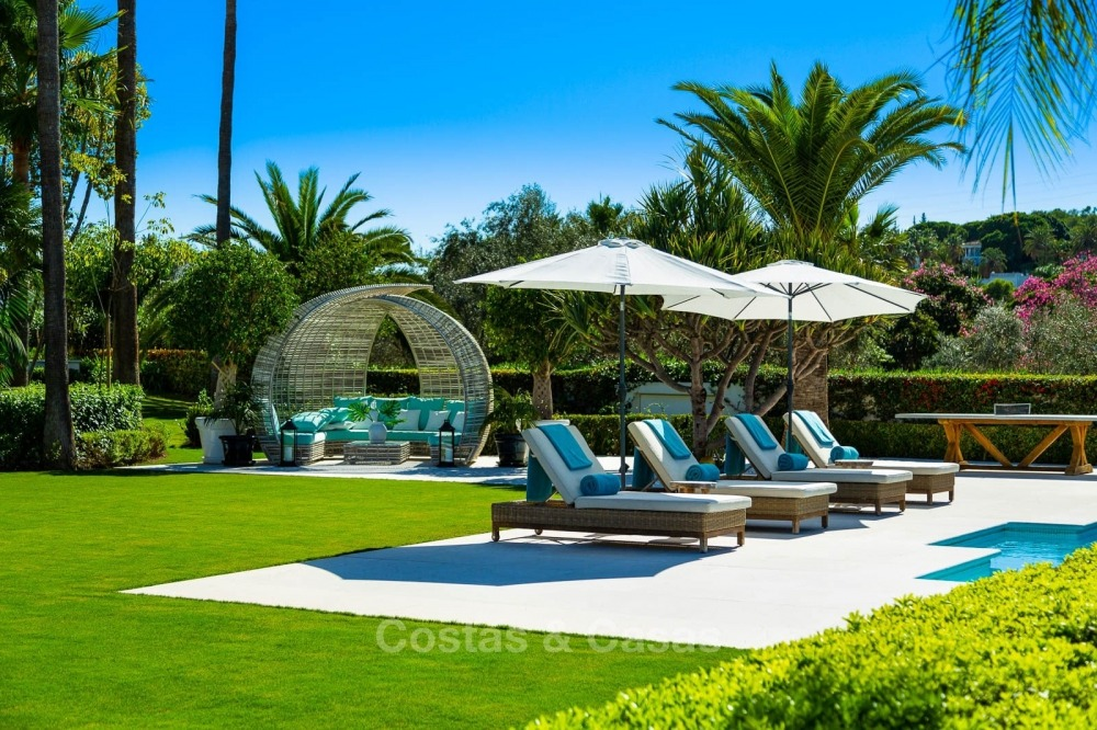 Palatial frontline golf villa for sale in Las Brisas Golf, Nueva Andalucia, Marbella 10870