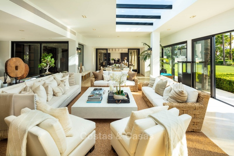 Palatial frontline golf villa for sale in Las Brisas Golf, Nueva Andalucia, Marbella 10871