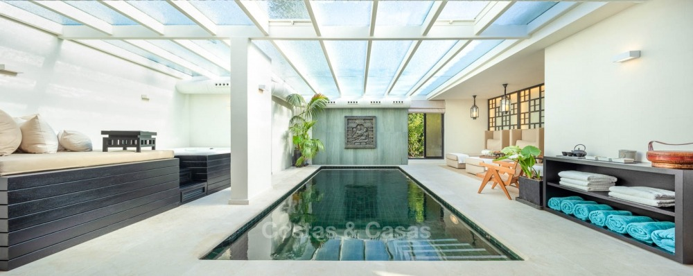 Palatial frontline golf villa for sale in Las Brisas Golf, Nueva Andalucia, Marbella 10874