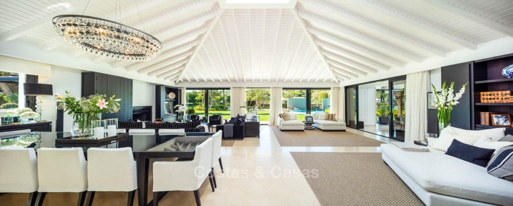 Palatial frontline golf villa for sale in Las Brisas Golf, Nueva Andalucia, Marbella 10877