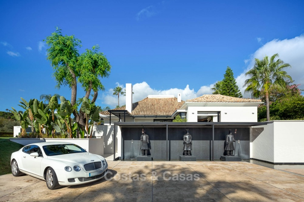 Palatial frontline golf villa for sale in Las Brisas Golf, Nueva Andalucia, Marbella 10879