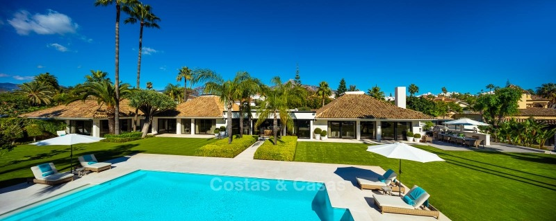 Palatial frontline golf villa for sale in Las Brisas Golf, Nueva Andalucia, Marbella 10884