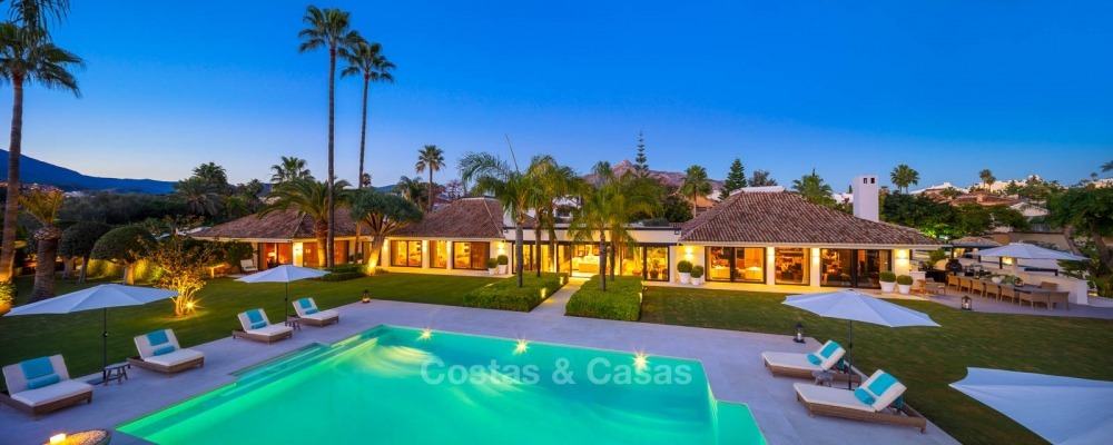 Palatial frontline golf villa for sale in Las Brisas Golf, Nueva Andalucia, Marbella 10889