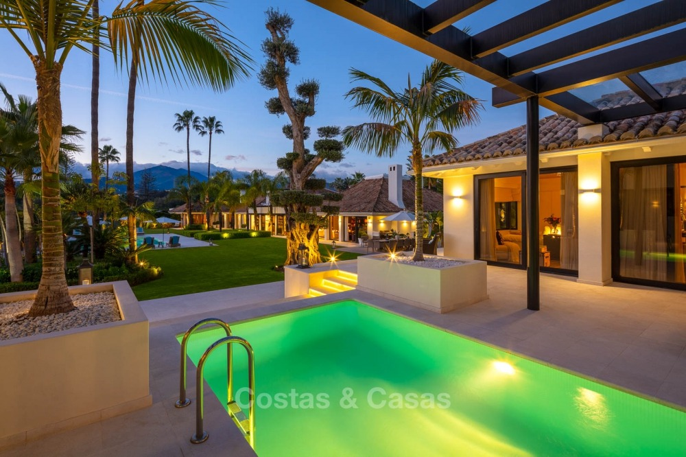 Palatial frontline golf villa for sale in Las Brisas Golf, Nueva Andalucia, Marbella 10892