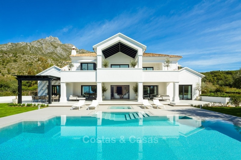 Impressive and very spacious renovated luxury villa for sale on the Golden Mile in Sierra Blanca, Marbella 10911