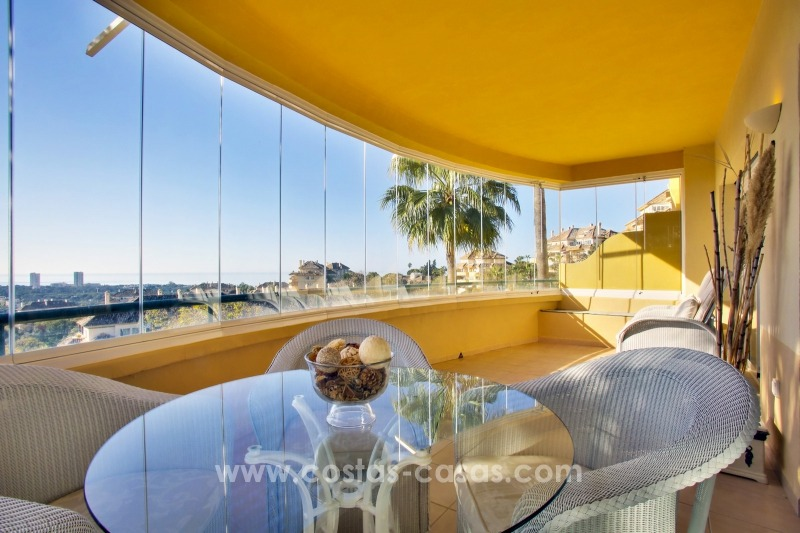 Luxury apartments and penthouses for sale with stunning golf and sea views - Elviria, Marbella 11054