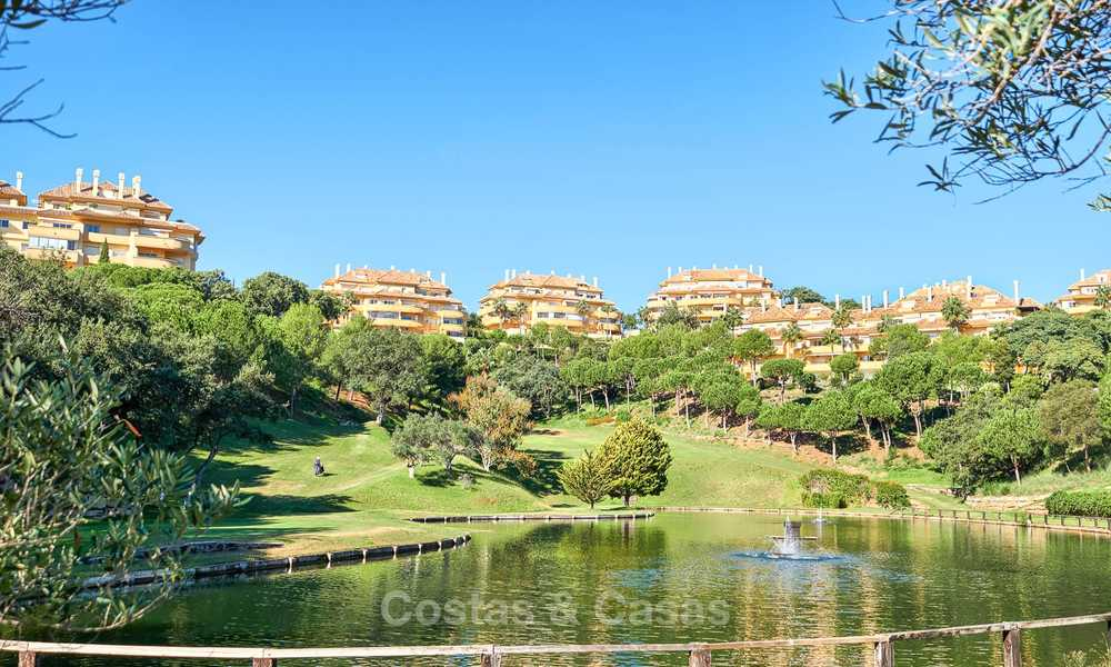 Luxury apartments and penthouses for sale with stunning golf and sea views - Elviria, Marbella 11034