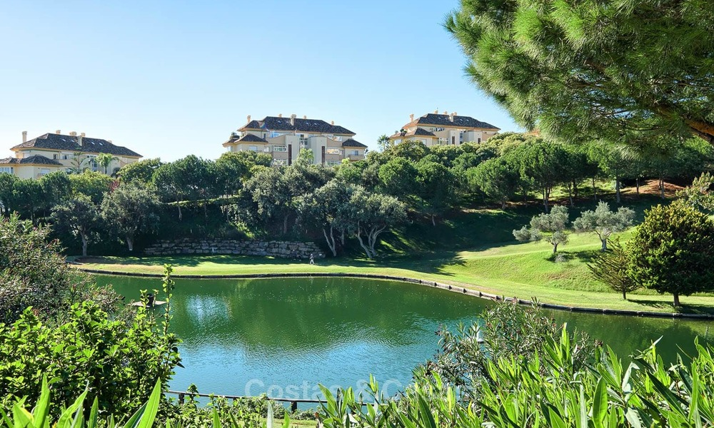 Luxury apartments and penthouses for sale with stunning golf and sea views - Elviria, Marbella 11037