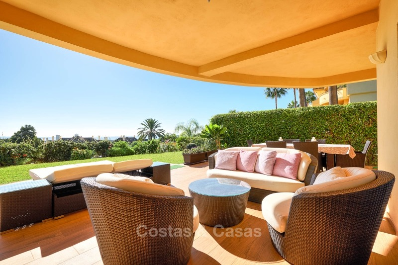 Luxury apartments and penthouses for sale with stunning golf and sea views - Elviria, Marbella 11055