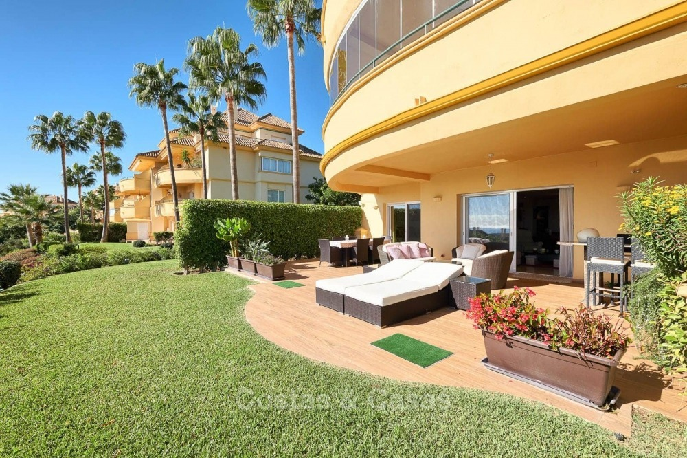 Luxury apartments and penthouses for sale with stunning golf and sea views - Elviria, Marbella 11057