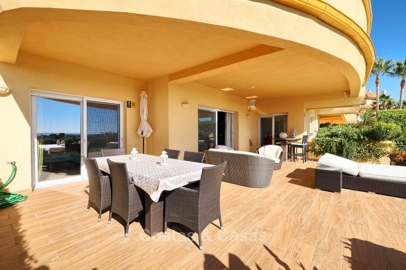 Luxury apartments and penthouses for sale with stunning golf and sea views - Elviria, Marbella 11056