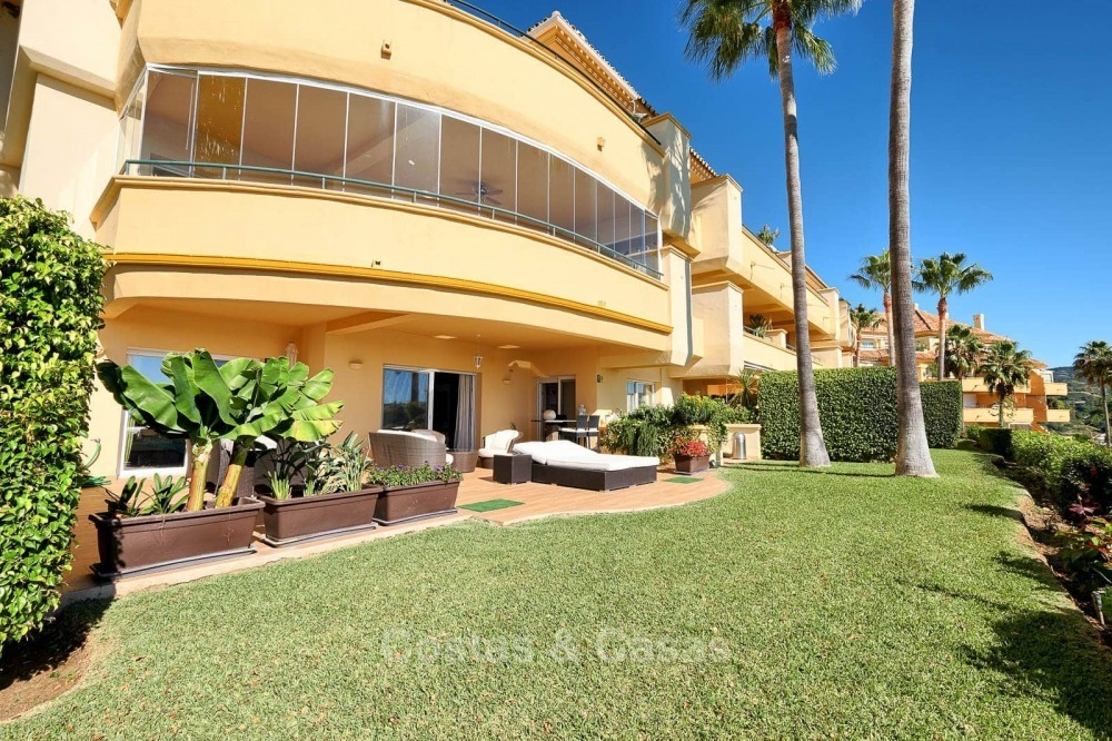 Luxury apartments and penthouses for sale with stunning golf and sea views - Elviria, Marbella 11058