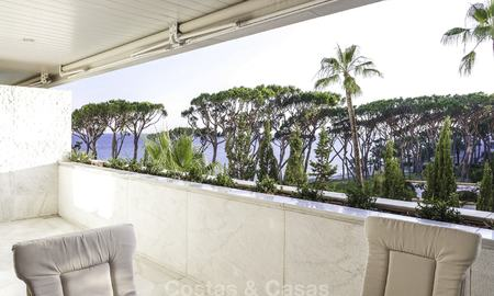 Luxury beachfront apartment with sea views for sale in an exclusive complex on the prestigious Golden Mile, Marbella 11533