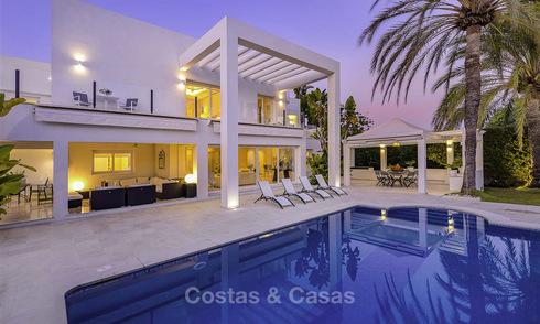 Stylish modern contemporary luxury villa for sale, beachside between Estepona and Marbella 11657