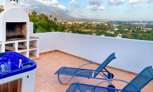 Semi-detached house and a penthouse for sale with sea view in Marbella - Benahavis 29325