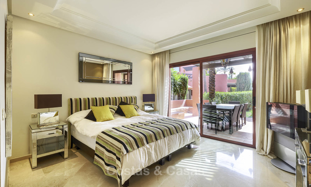 Attractive, spacious apartment in an exclusive beachfront complex for sale, between Marbella and Estepona 11764