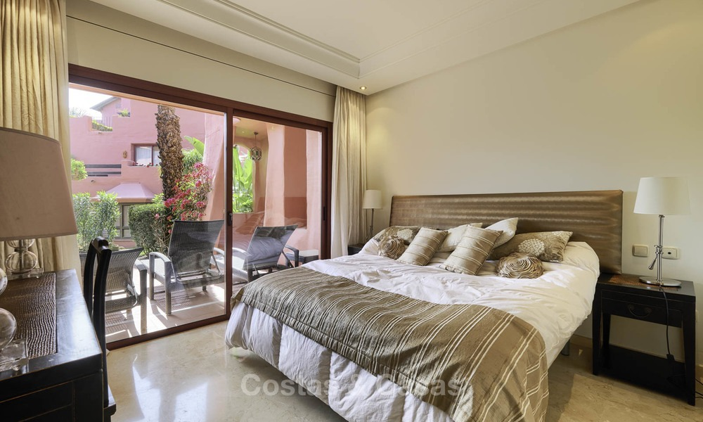 Attractive, spacious apartment in an exclusive beachfront complex for sale, between Marbella and Estepona 11770