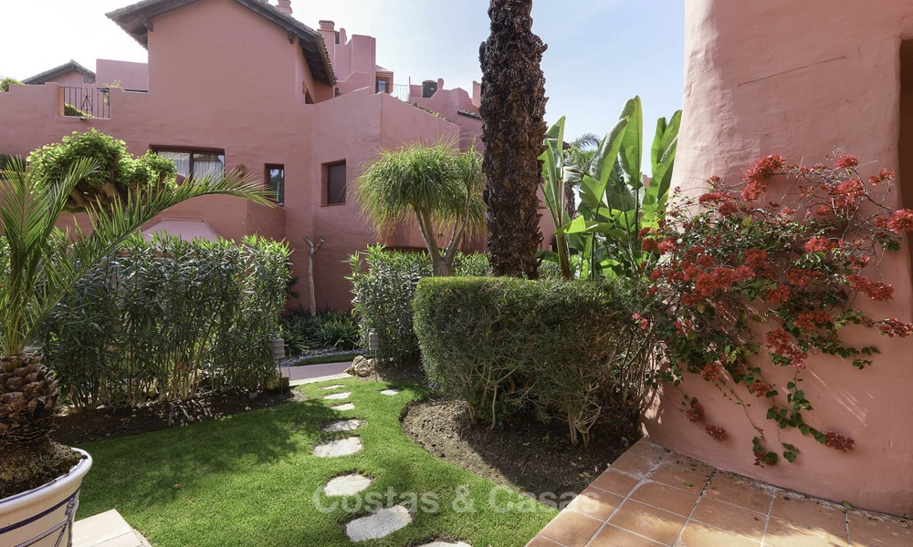 Attractive, spacious apartment in an exclusive beachfront complex for sale, between Marbella and Estepona 11775