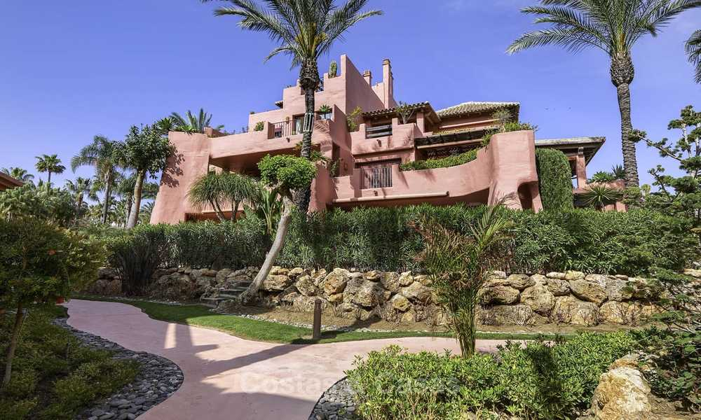 Attractive, spacious apartment in an exclusive beachfront complex for sale, between Marbella and Estepona 11782