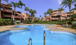 Attractive, spacious apartment in an exclusive beachfront complex for sale, between Marbella and Estepona 11785