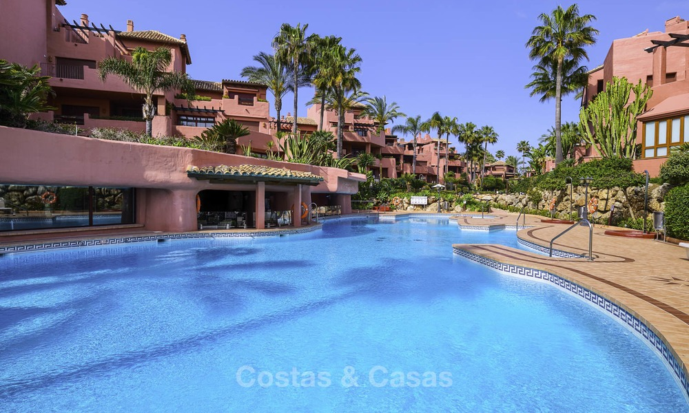 Attractive, spacious apartment in an exclusive beachfront complex for sale, between Marbella and Estepona 11787
