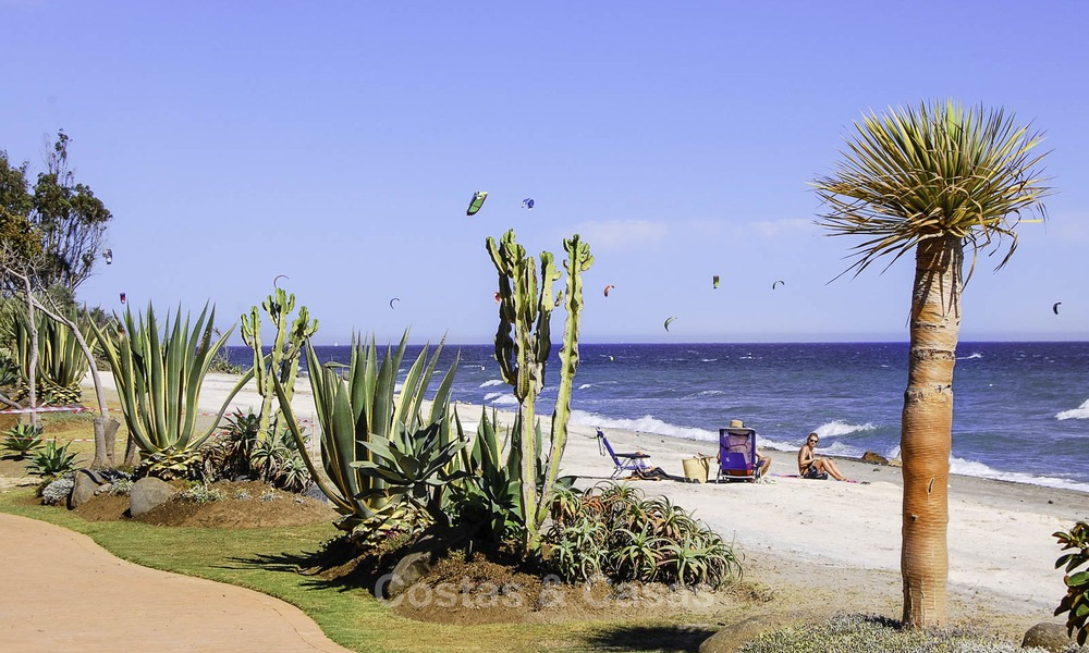 Attractive, spacious apartment in an exclusive beachfront complex for sale, between Marbella and Estepona 12325
