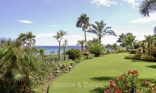 Attractive, spacious apartment in an exclusive beachfront complex for sale, between Marbella and Estepona 12320