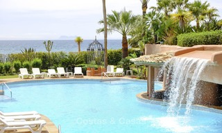 Attractive, spacious apartment in an exclusive beachfront complex for sale, between Marbella and Estepona 12321